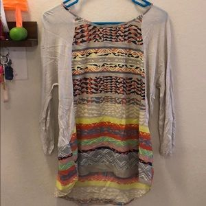 Cute 3/4 length top! Beautiful pattern!